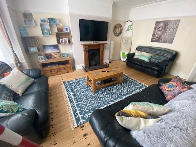 Great room available in awesome house  Main Photo