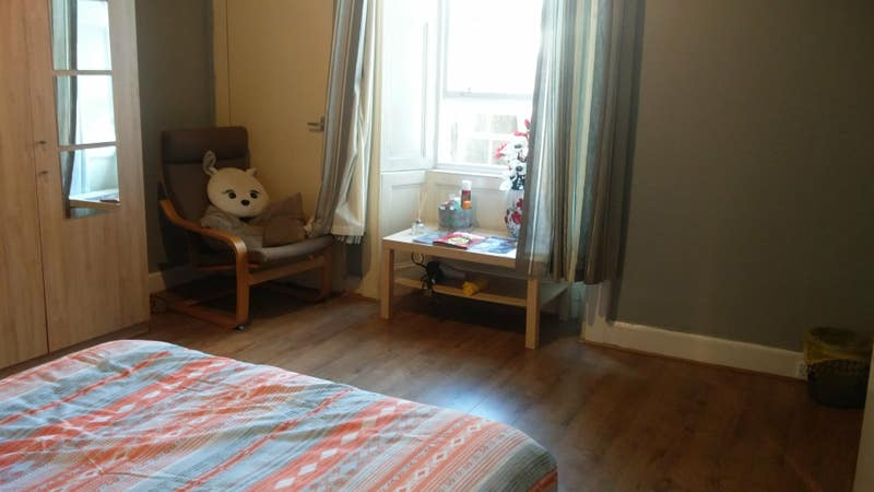 Large double room in social flat by the beach  Main Photo