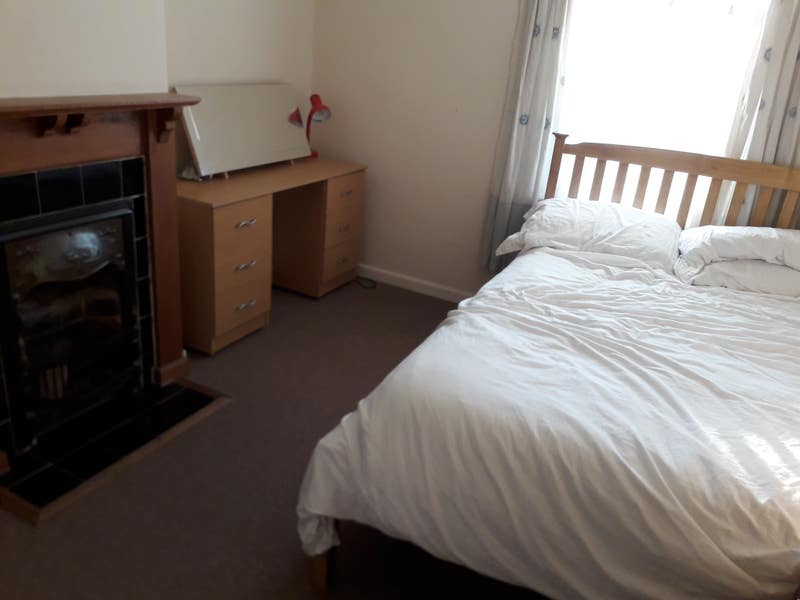 Double room, sharing house with one other Main Photo