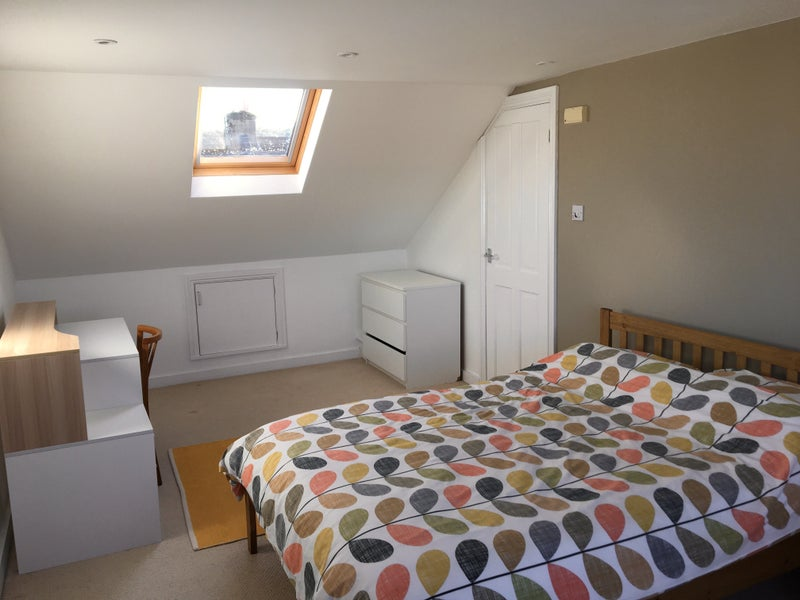 Large furnished double en suite room Main Photo