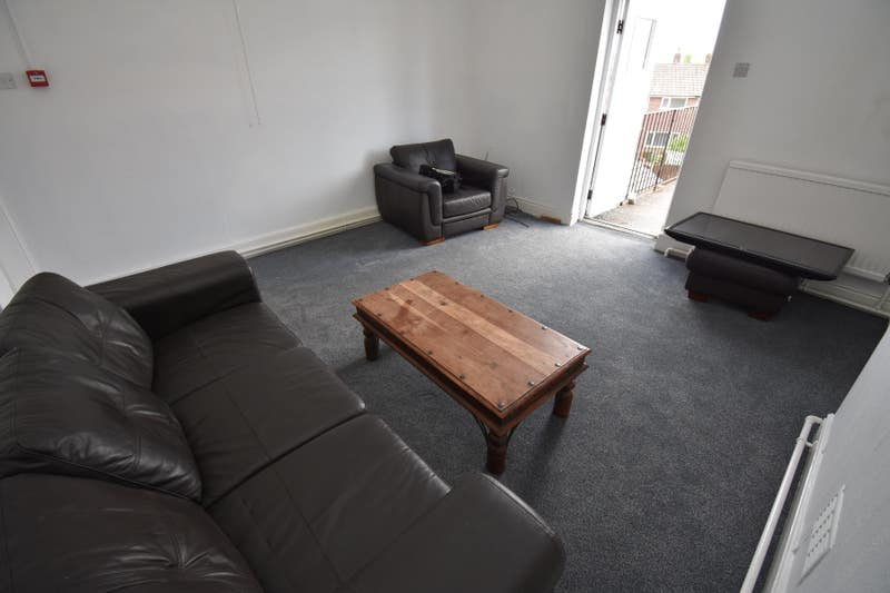 Large Furnished Room Close to Wigan Town Centre Main Photo