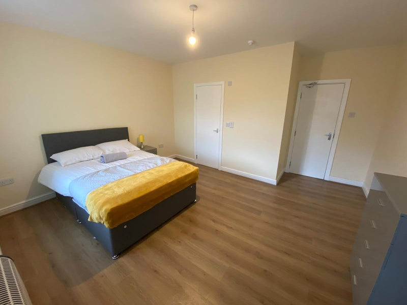 Newly Refurbished Fully Furnished House Share Main Photo