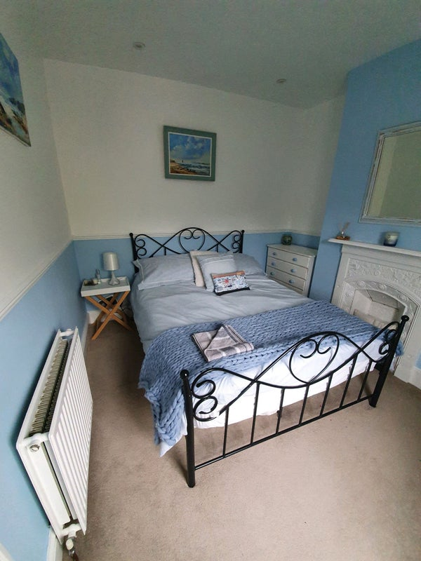 Double Room to let in family home  Main Photo