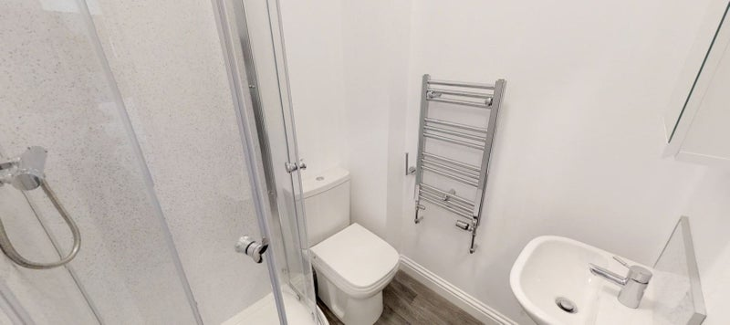 Large Room with En-Suite Main Photo
