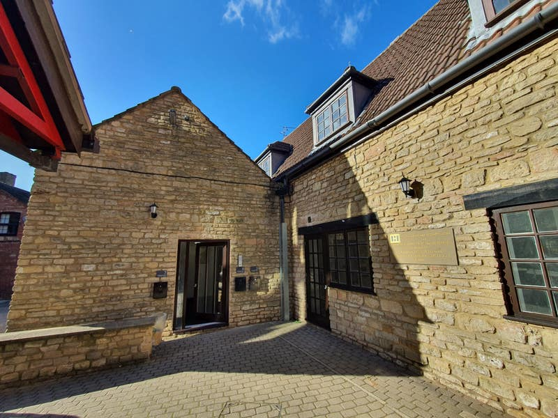 Rooms Available in Barn Conversion Apartment  Main Photo