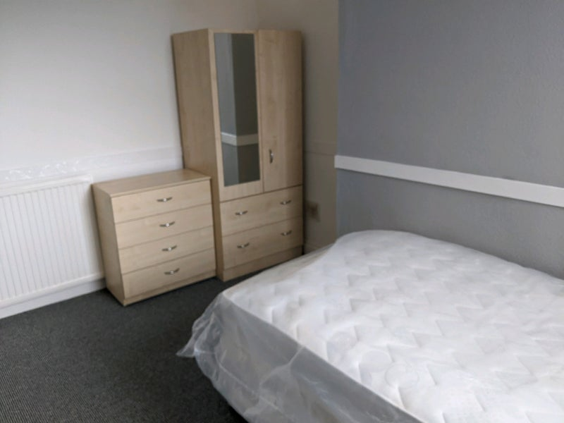 Self-contained double bedsit - City Centre Main Photo