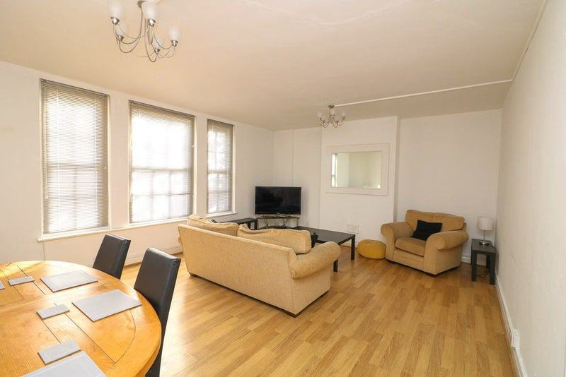 Professional House share in Happy Flat!!! Main Photo