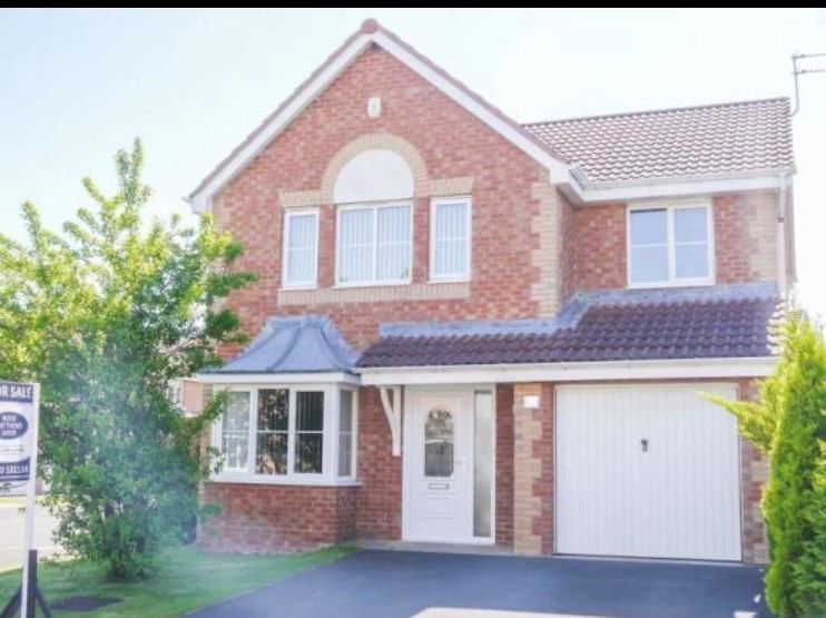 Monday - Friday - 4 Bedroom Detached House  Main Photo