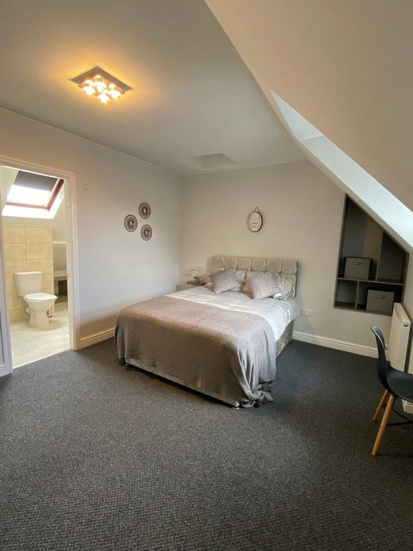 Stunning House 2 En-Suite Rooms  Main Photo