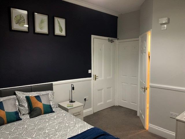 Brand new double en-suite in Old Town Main Photo