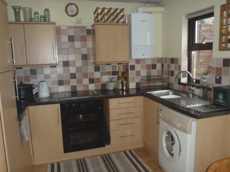 Spacious flat to share. 1 double bedroom available Main Photo