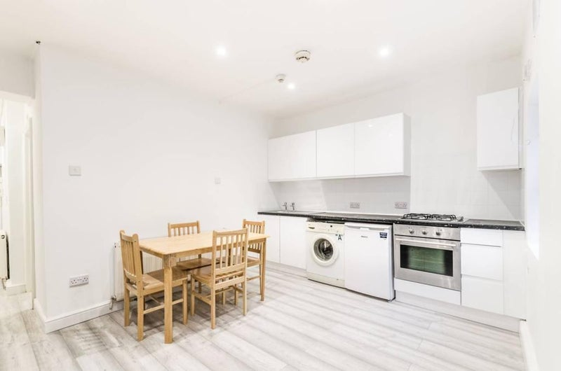One Bed Flat in Dalston E8  Main Photo