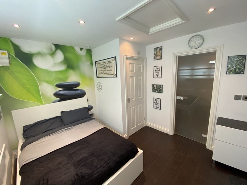 2 Weeks Rent Free - Stunning Double Ensuite Room  Main Photo