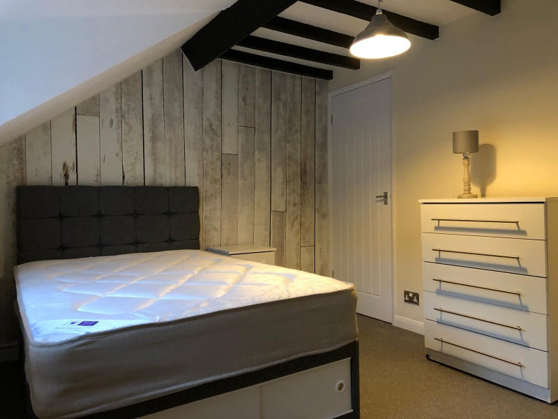 Newly refurbished rooms to rent - Prime Location Main Photo