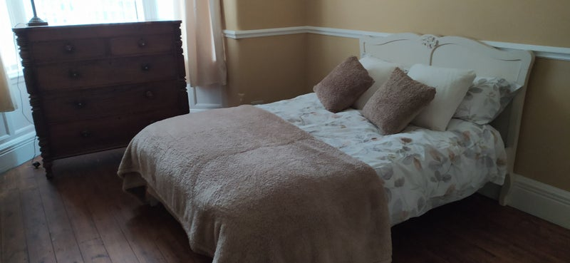 Large Spacious Double Rooms available Main Photo