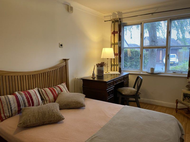 Single & Double bedrooms available in a  Guildford Main Photo