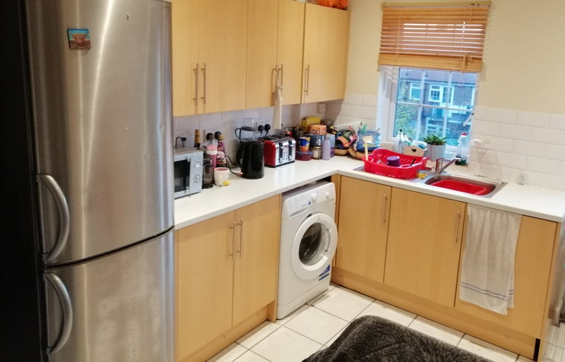 3 rooms in quiet Earlsfield flat Main Photo