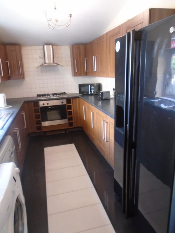 2 Double Bedrooms Close to Whitworth Park Main Photo