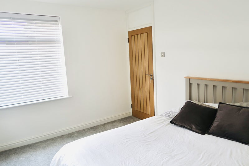 Double room in Romford for a single professional Main Photo