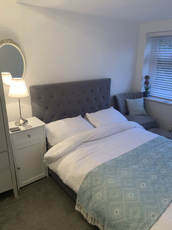 Lovely double en-suite room Main Photo