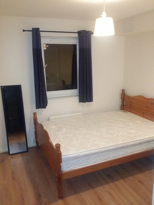 Double room available in large modern flat share Main Photo