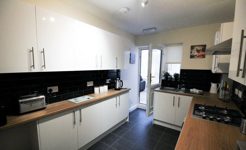 Brand New Refurbished Rooms - Conisbrough Main Photo
