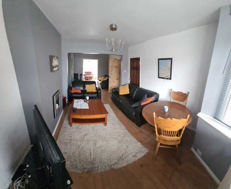 Double Room In Fantastic House Close to Hospital. Main Photo