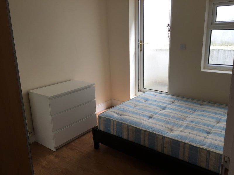 Amazing Double Room in a Female Flat! Zone 1! Main Photo