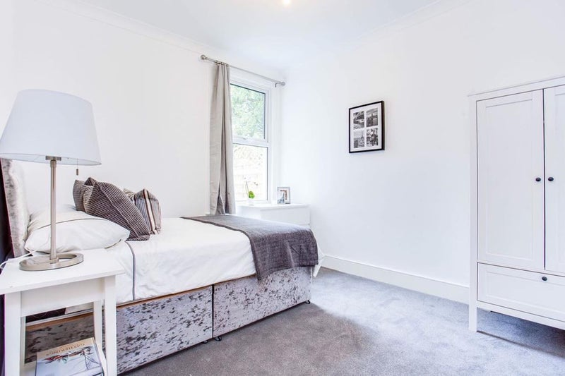 2 Identicle Rooms Available in North Acton House! Main Photo