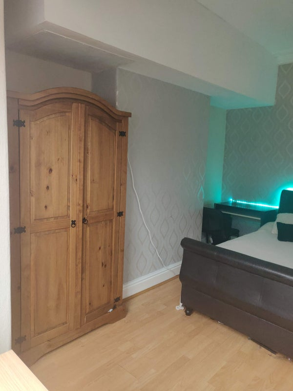 Room available for 92ppw in 5 Bedroom House LS29AZ Main Photo