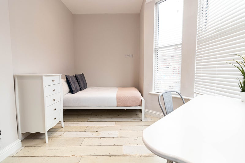 Student Double Room Available Now Main Photo