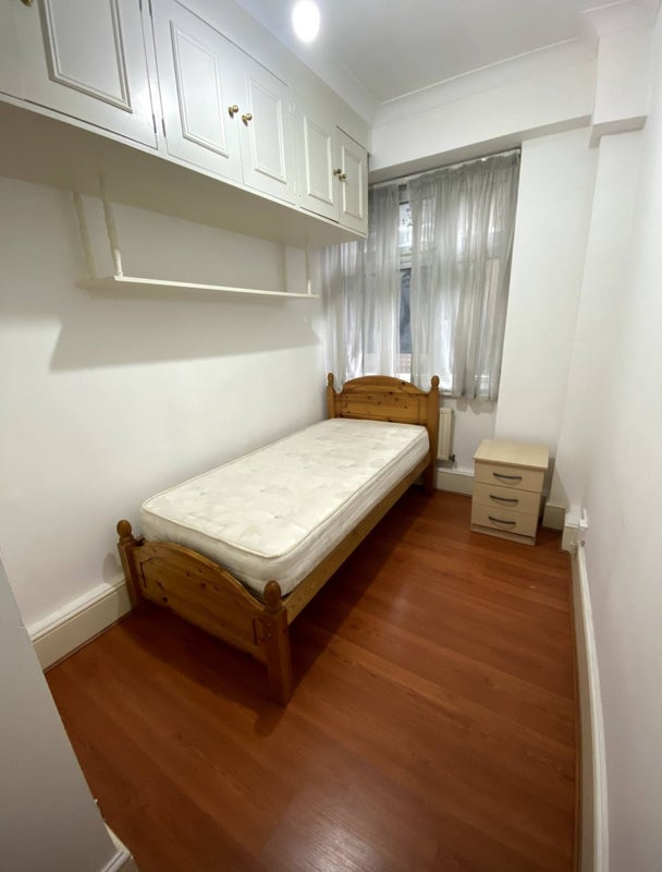 Spectacular Single Room in St John's Wood Main Photo