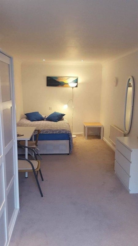 Cosy double room for rent in Burnham area--REDUCED Main Photo
