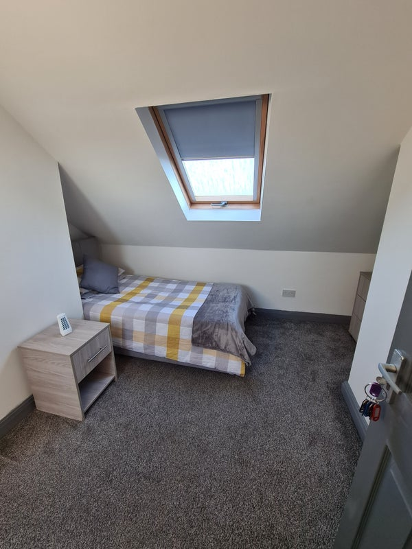 Ensuite Room Bentley £75PW (Room 6) Attic C Main Photo