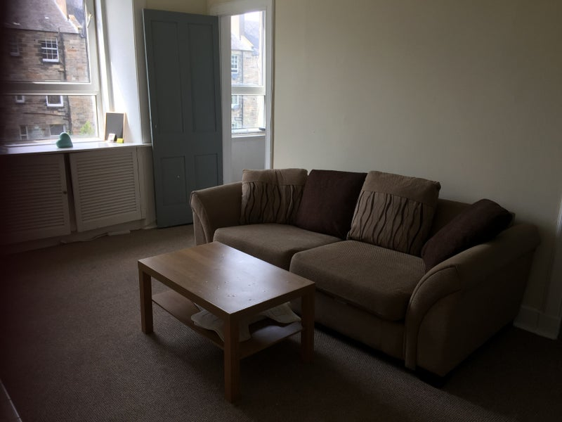 Large room in Easter Road flat Main Photo