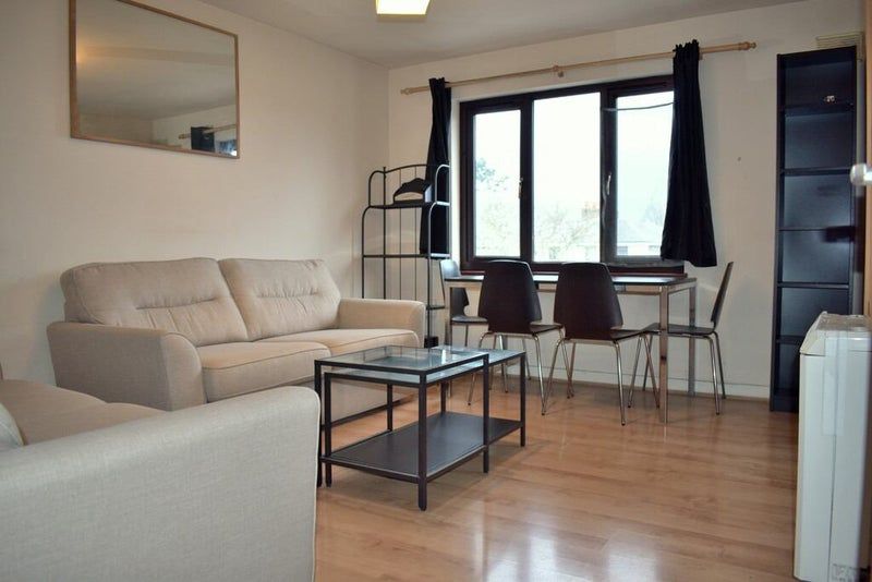 Stunning 1 Bed Flat Fully Furnished Main Photo