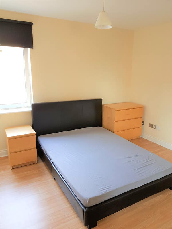 Double bedroom to rent in Finniestion Main Photo