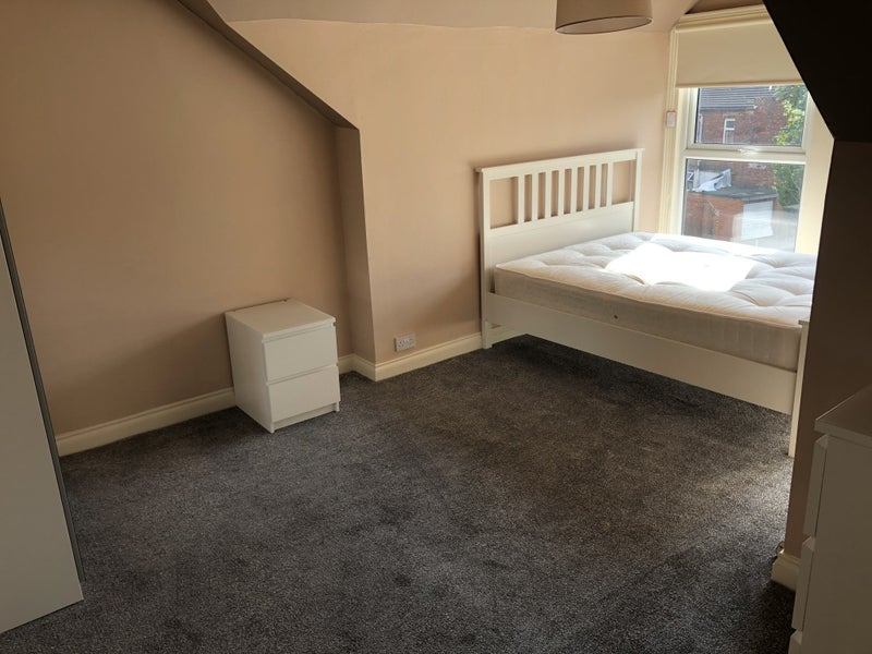 Large Double Bedroom All Bills Included £400 PCM Main Photo