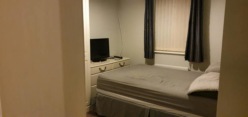 Double room in a new 3 bedroom house Main Photo