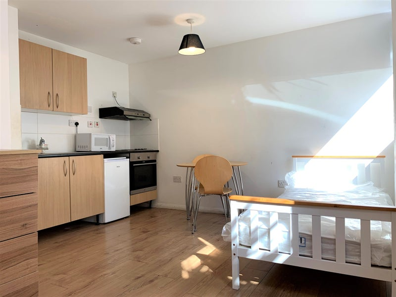 Discounted Good Sized Studio in Penge Main Photo