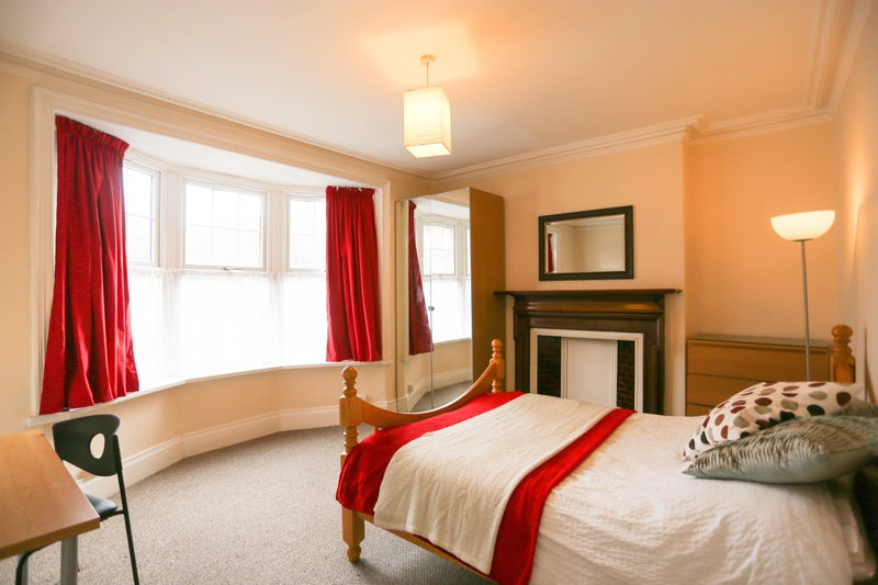 Large Room * 350Mbps Wi-Fi *  No Fees * Bills Inc Main Photo
