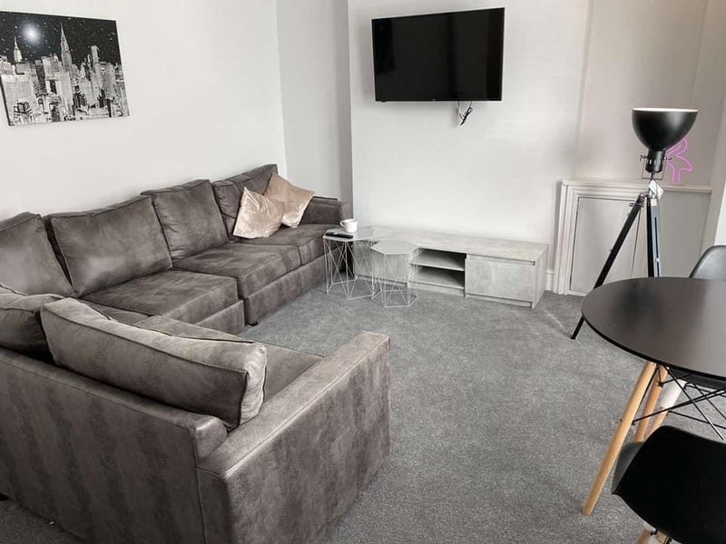 Fantastic student house- Double room available  Main Photo