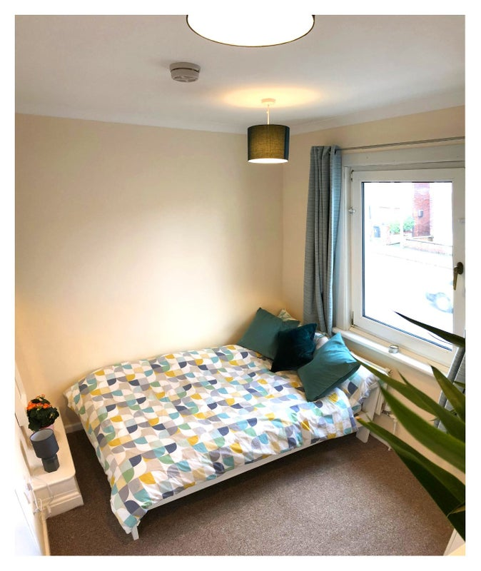 Double room - central Swindon - only £350! Main Photo