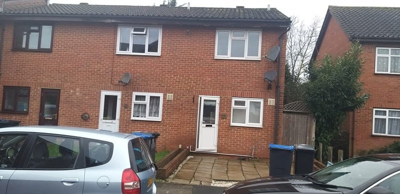 Two Bed House next to Waddon Station in Croydon Main Photo