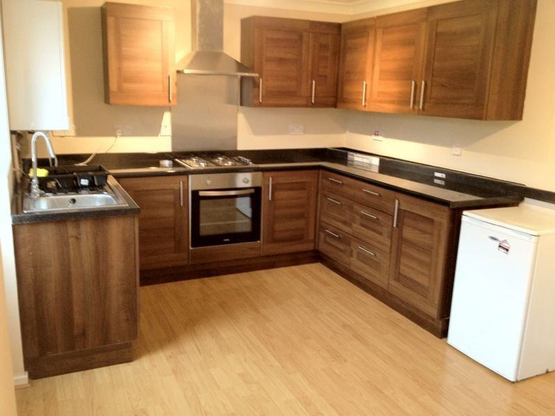 Double Bedroom Available - Colnbrook Main Photo
