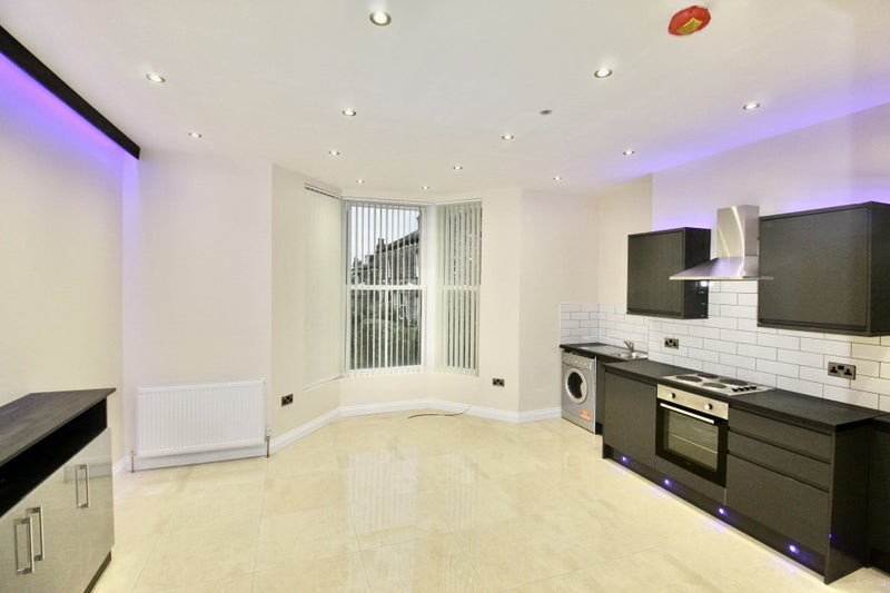 Brand New 2 Bed Ensuite Property  Main Photo