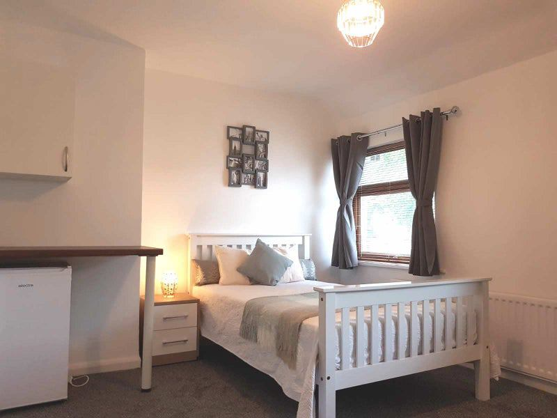 ** Brand New Luxury Rooms -All Bills Included! Main Photo