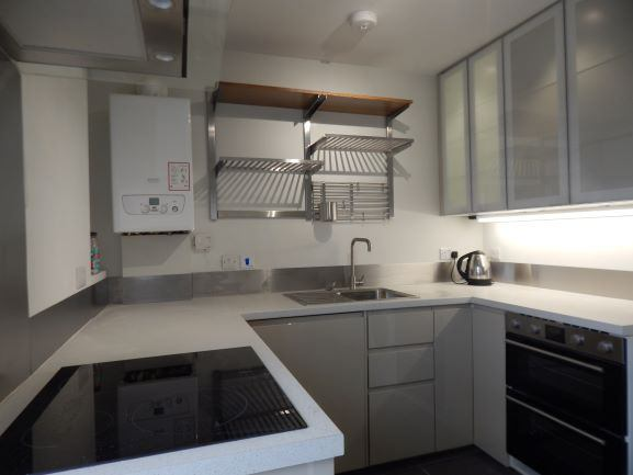 3 Rooms available in attractive refurnished flat Main Photo