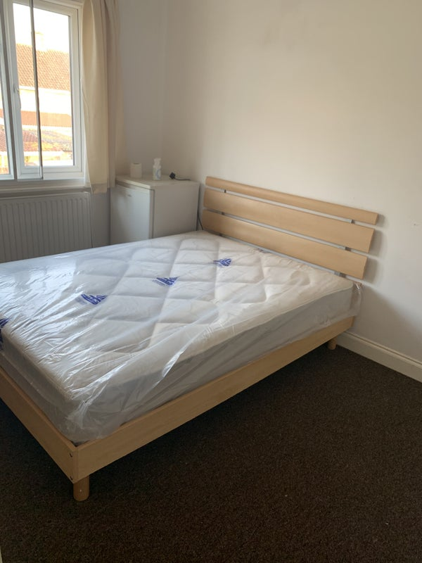 Two Rooms Available for Rent Colnbrook Main Photo