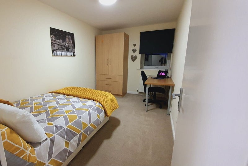 Stunning Newly Furnished Rooms * Bills Included* Main Photo